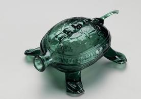 Sailors' Rights Flask (Turtle Whimsy), 1815–30, Mold-blown glass, YUAG